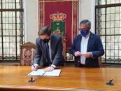 El consejero de Fomento, Nacho Hernando, se reúne con el alcalde de Hellín, Ramón García