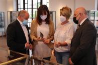 La consejera de Igualdad y portavoz del Gobierno regional, Blanca Fernández, visita, el Salón de la Cuchillería de Albacete