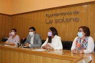 La directora del Instituto de la Mujer, Pilar Callado, firmA diferentes convenios de colaboración por una 'Sociedad sin Violencia hacia las Mujeres', con empresas y autónomas de La Solana
