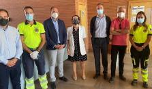 La delegada provincial de Sanidad ha visitado la unidad móvil instalada hoy en Talavera para impulsar la vacunación de los estudiantes