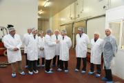 El presidente de Castilla-La Mancha, Emiliano García-Page, realiza visita a las instalaciones de la compañía avícola Nutrave, en Bargas