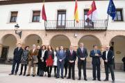 El presidente de Castilla-La Mancha, Emiliano García-Page, realiza visita institucional al Ayuntamiento de Madridejos (Toledo)