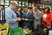 El presidente de Castilla-La Mancha, Emiliano García-Page, visita la fábrica de botas Sendra en Almansa