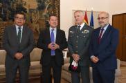 García-Page recibe al general de la Guardia Civil Manuel Llamas Fernández
