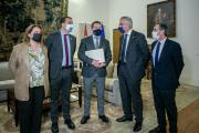 El presidente de Castilla-La Mancha recibe al consejero de Agricultura de Aragón