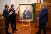 Acto de colocación del cuadro del expresidente Vicente Tirado en el Parlamento autonómico