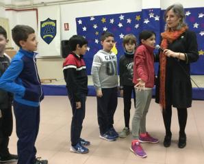 La directora del Instituto de la Mujer, Araceli Martínez, entrega los premios del concurso escolar 'Construye Igualdad con Creatividad'