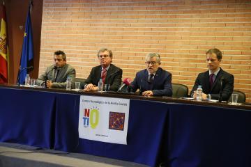 El consejero de Educación, Cultura y Deportes, Ángel Felpeto, visita el Centro Tecnológico de la Arcilla Cocida