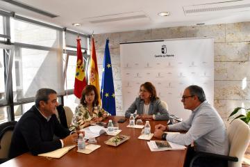 El Gobierno regional y CERMI Castilla-La Mancha valoran positivamente la implantación del descuento al transporte por carretera para las personas con discapacidad