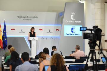 La consejera de Igualdad y Portavoz del Gobierno regional, Blanca Fernández, informa de los acuerdos aprobados en el Consejo de Gobierno
