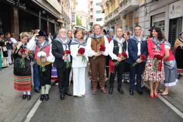 El Gobierno regional felicita a la Asociación Cultural 'La Peña El Templete' por alcanzar la XXXI edición organizando la Ofrenda de Flores a la Virgen de Los Llanos