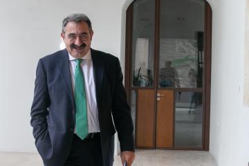 El consejero de Sanidad, Jesús Fernández Sanz, comparece en rueda de prensa,sobre los acuerdos del Consejo de Gobierno