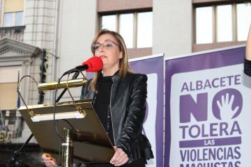 Lola Serrano en el acto del Día Internacional contra la Violencia de Género en Albacete