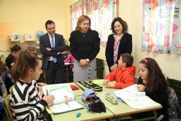 La consejera de Educación, Cultura y Deportes, Rosa Ana Rodríguez, visita el CEIP 'Gómez Manrique' de Toledo