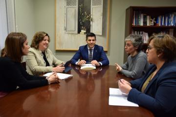 La consejera de Economía, Empresas y Empleo, Patricia Franco, se reúne con el alcalde de Campo de Criptana, Santiago Lázaro