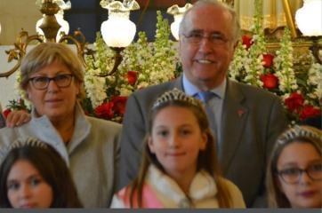 El apego del Gobierno regional a las tradiciones se hace patente con la presencia de Francisco Pérez en la fiesta de San Antón de Puerto Lápice