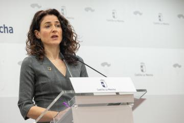La viceconsejera de Empleo, Diálogo Social y Bienestar Laboral, Nuria Chust, comparece en rueda de prensa para dar cuenta de los datos de paro registrado del mes de enero