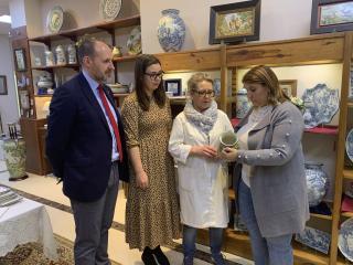 El Gobierno regional reconoce a Mónica García del Pino como un referente para todas las mujeres que quieren hacer de la cerámica su oficio y de esta artesanía su vida
