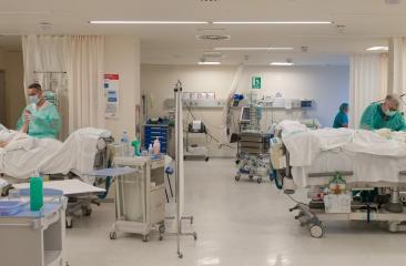 Continúa descendiendo el número de hospitalizados y pacientes críticos, a la vez que aumentan las altas epidemiológicas a lo largo de la pandemia