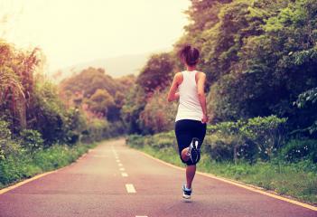 El Gobierno regional pone en marcha el programa 'Mueve-T en la calle', con consejos y propuestas para hacer deporte fuera de casa