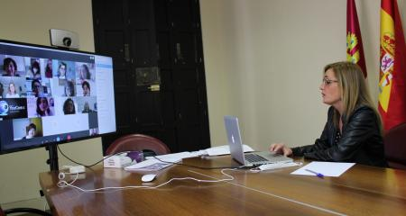 Videoconferencia de Lola Serrano con los centros de la mujer