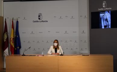 La delegada provincial de Igualdad, Lola Serrano en la rueda de prensa del 25N