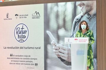 La consejera de Economía, Empresas y Empleo, Patricia Franco, presenta la app turística 'Gymkhana Rutur' en el marco de Fitur 2021.