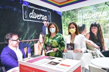 La consejera de Economía, Empresas y Empleo, Patricia Franco, presenta la campaña de Castilla-La Mancha Diversa en el espacio de Castilla-La Mancha en Fitur LGBT+