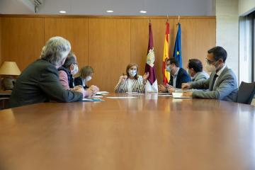 El Gobierno regional aumentará hasta los 14 millones de euros las ayudas para la adquisición de libros de texto para adecuarlos a la nueva Ley de Educación