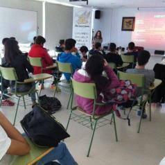 Cerca de un millar de alumnos han participado en los talleres de prevención de alcoholismo, drogas y sexualidad impartidos por enfermeros de Talavera