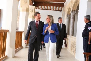 Reunión del presidente García-Page con la alcaldesa de Toledo