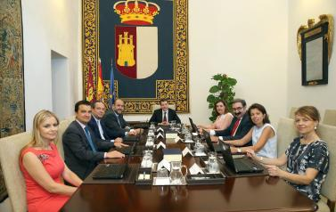 El Consejo de Gobierno comienza a tramitar la formalización de la renuncia a las condiciones que la Ley de Gobierno establece para los expresidentes de Castilla-La Mancha
