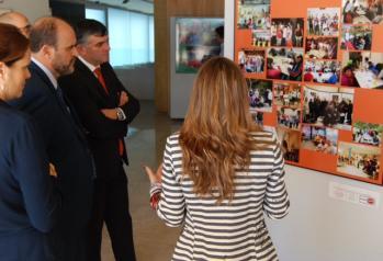 El vicepresidente del Gobierno de Castilla-La Mancha, José Luis Martínez Guijarro, visita  el Centro de Discapacitados Crisol  en Cuenca