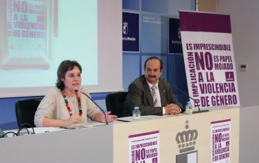La directora del Instituto de la Mujer, Araceli Martínez, presenta la campaña institucional de concienciación contra la Violencia de Género