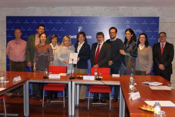 La consejera de Bienestar Social se reúne con la asociación de residencias y servicios de atención a los mayores ACESCAM