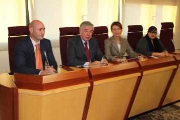 La consejera de Bienestar Social firma con Illescas un convenio anual del Plan Local de Integración Social