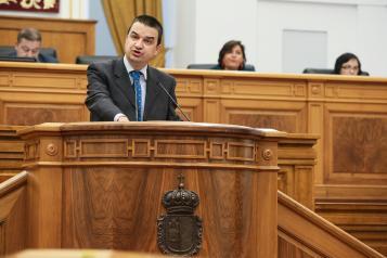 El consejero de Agricultura, Medio Ambiente y Desarrollo Rural comparece ante el Pleno de las Cortes regionales