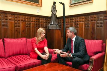 Elena de la Cruz, se reúne con el presidente de la Diputación Álvaro Gutiérrez