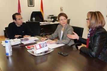 La consejera de Bienestar Social visita varios recursos sociales de Villacañas (Toledo)