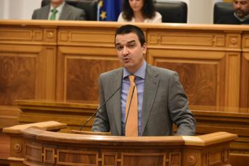 Martínez Arroyo comparece en el Pleno de las Cortes regionales para informar sobre la situación del Alto Guadiana