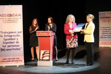 organizado esta Asociación en el Teatro de la Paz de Albacete  El Gobierno regional reconoce la labor que realiza AIDISCAM en la integración de personas con discapacidad en Castilla-La Mancha