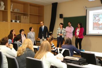 Reyes Estévez felicita a los 40 estudiantes universitarios de Grado que han recibido las becas de excelencia