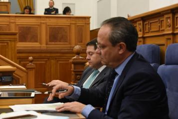Ruiz Molina durante de la intervención en las Cortes Regionales
