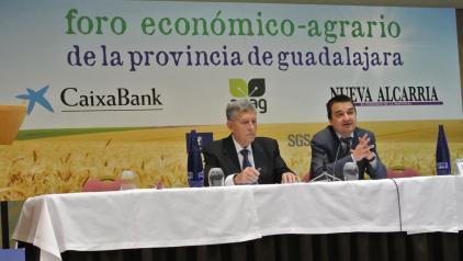 El consejero de Agricultura, Medio Ambiente y Desarrollo Rural, Francisco Martínez Arroyo clausura el Foro Económico-Agrario organizado por APAG
