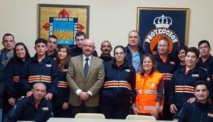Entrega del carnet de voluntario a 12 miembros de la agrupación de Protección Civil de Tarancón (Cuenca)