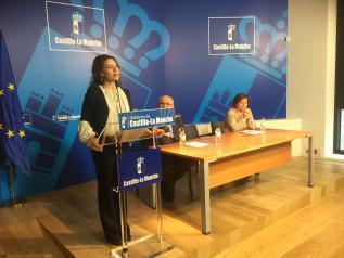 La consejera de Bienestar Social, Aurelia Sánchez, suscribe con 19 entidades contratos anuales en residencias de mayores, en Albacete
