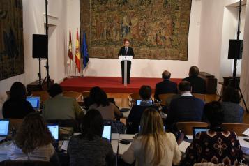 El consejero de Hacienda y Administraciones Públicas, Juan Alfonso Ruiz Molina, ha informado de la ratificación por el Consejo de Gobierno del acuerdo de la Mesa General de Negociación de los Empleados Públicos
