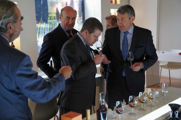 El presidente de Castilla-La Mancha, Emiliano García-Page, visita al Consejo Regulador del Brandy de Jerez