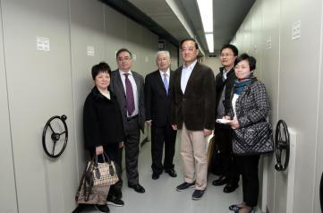 El viceconsejero de Administración Local y Coordinación Administrativa, Fernando Mora, acompaña a una delegación de archiveros, encabezada por el director del Archivo Municipal de Shangai