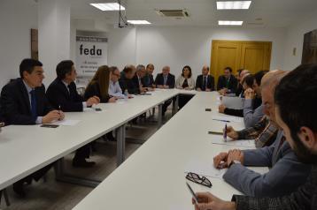 """El Gobierno regional destaca la """"excepcional"""" respuesta del sector del calzado de Almansa al Plan Adelante"""